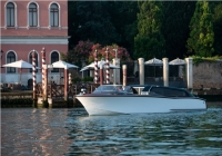 Sustainable water taxi for your next Venetian visit